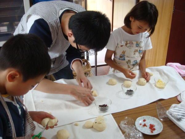 親子でパンを作りました!ピカチュウ、トトロ、ミッフィー…