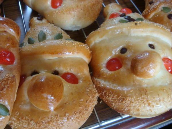 クリスマスシーズンに☆とても喜ばれる「サンタパン」