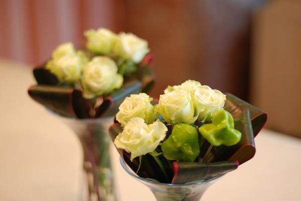 出来上がったお菓子は、お花と一緒にテーブルに、、、