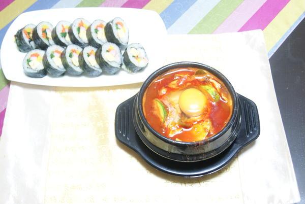 キムバッとスン豆腐チゲ、美味しい!辛い!