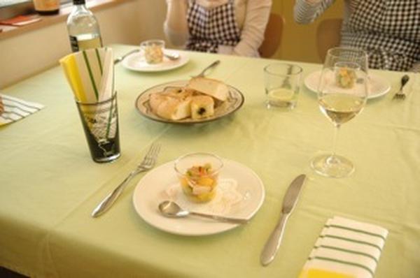 試食時はバシッとテーブルをセット