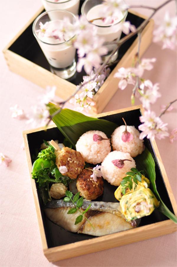 春のお花見弁当スタイル。お重を使って。