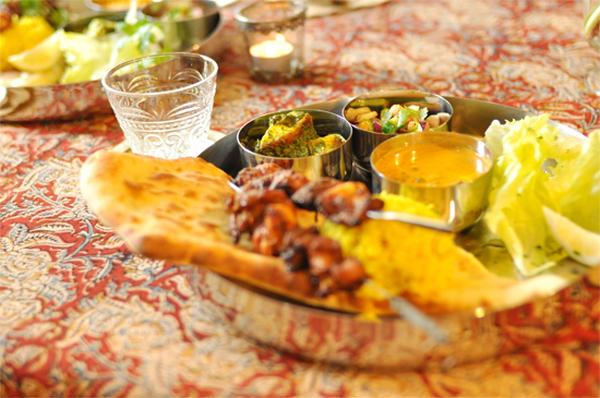 マハラジャのお昼ごはん、本格スパイスインドカレー。