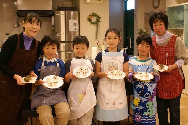春の親子和菓子教室、パンダ、うさぎの桜餅を作りました
