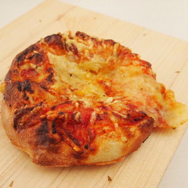 ホシノ*ピザパン もっちりしていておいしいです。