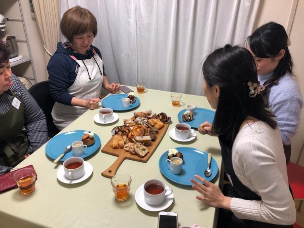 試食タイムは生徒さんたちの楽しみのひとつ。