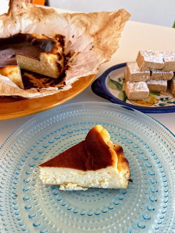 バスク風チーズケーキとポルボロン♪