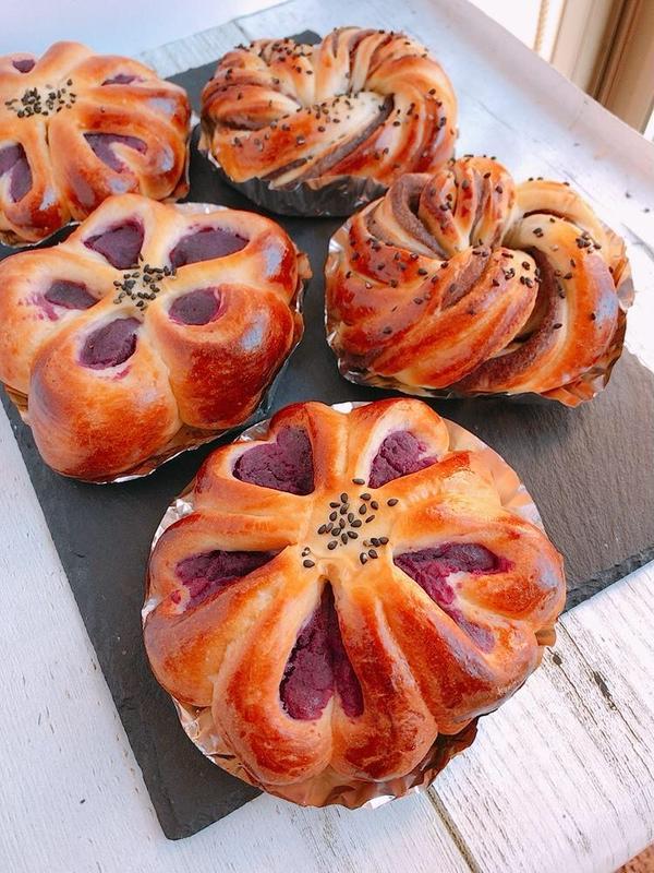 21年1月のパン基礎 お花の紫芋あんぱん&ねじりあんぱん