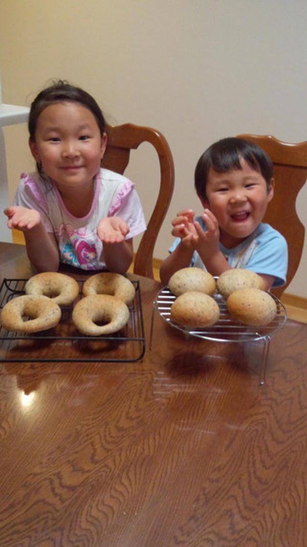ママと一緒におうちでパン作り 楽しいな。