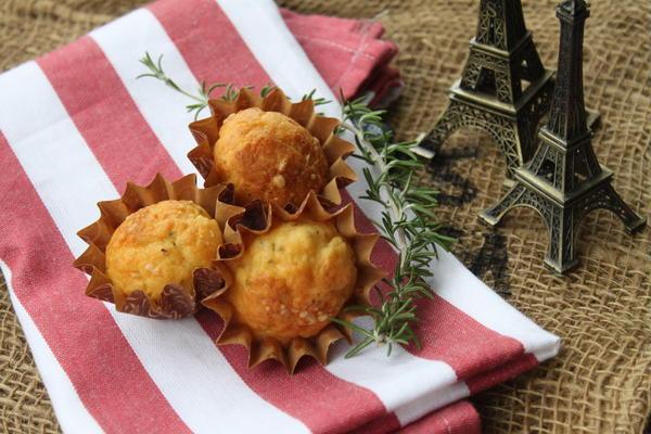 <アミューズ> ローズマリーとパルメザンチーズのミニマフィン