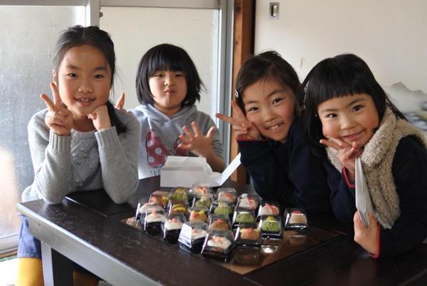 和菓子練り切り体験もしています。