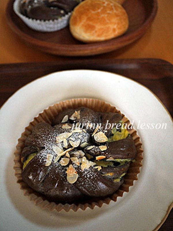 こちらが10月のパン、ショコラクリームパンです♪