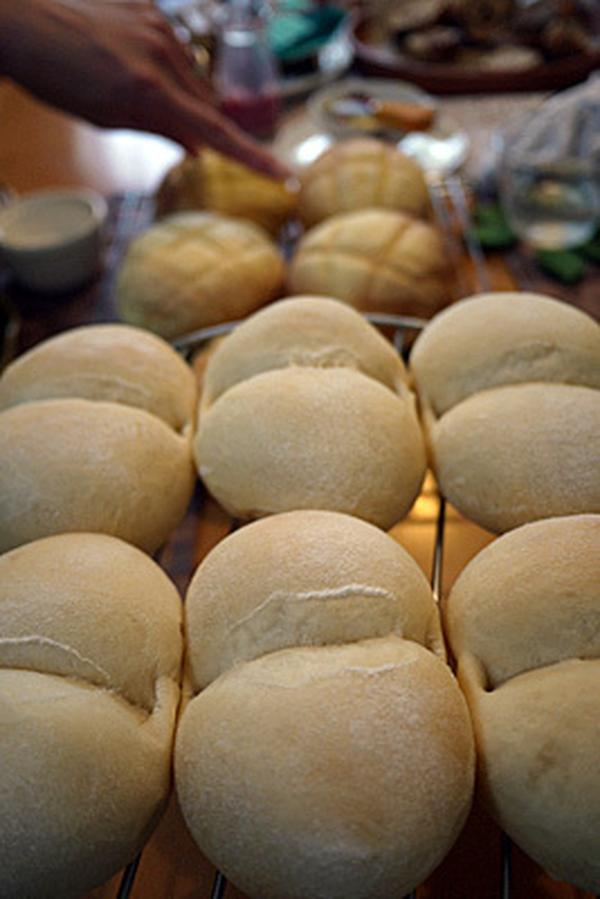 手捏ねで白パン、リッチ生地なメロンパン♪