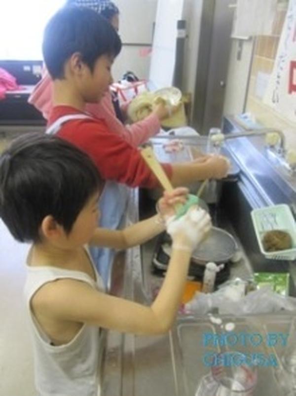 片付けも洗い物もみんなで協力して手伝ってくれます