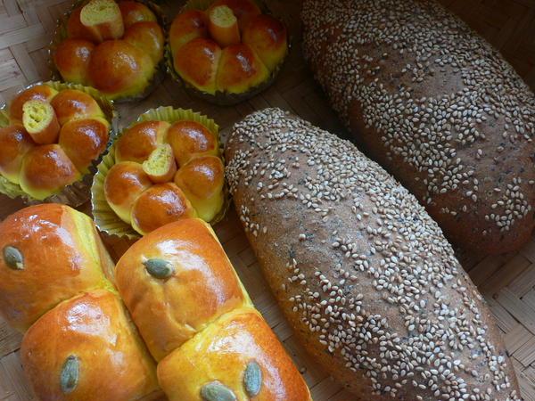 パンは基本二種類ですが、成形のアレンジもお教えしています。