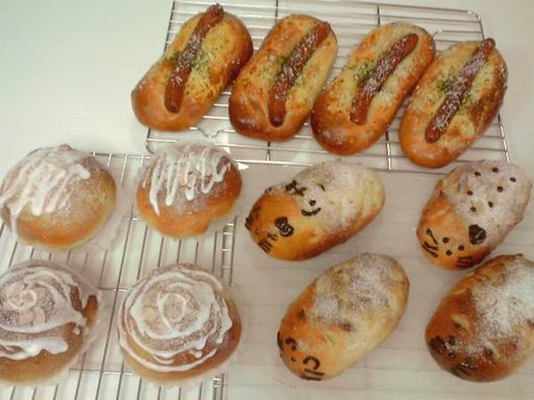 ソーセージパンとハリネズミパンとオレンジピールのパン♪