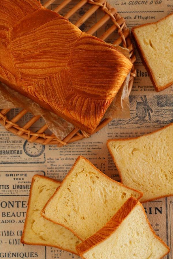 バターの香りがふわっと口の中に広がるデニッシュ食パン♪