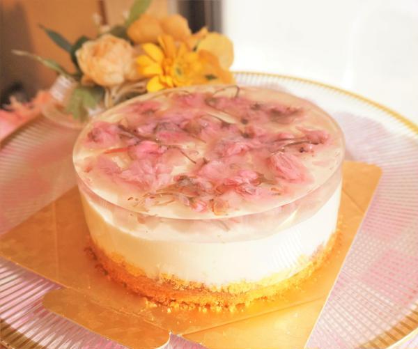 4月 糖質82%オフ!桜とチェリーのムースケーキ
