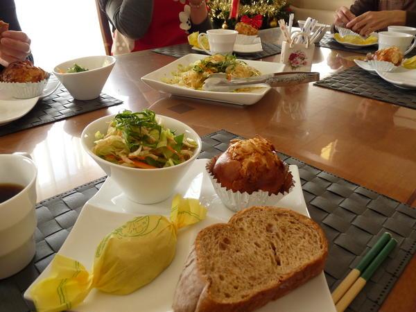 サラダを1品サービス♪ おしゃべりも楽しい試食タイム♪♪♪