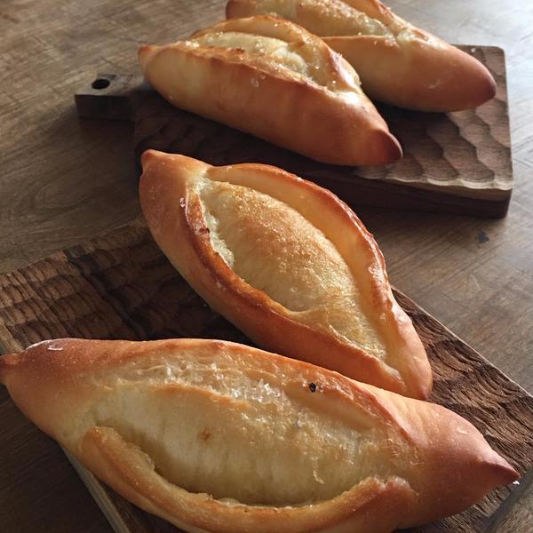 オリジナルの塩バターパン。カリカリもっちり、大好評でした。