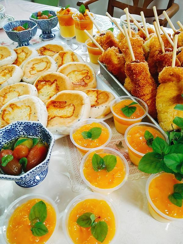夏!チーズのパン、ソーセージパン、マンゴー杏仁豆腐。