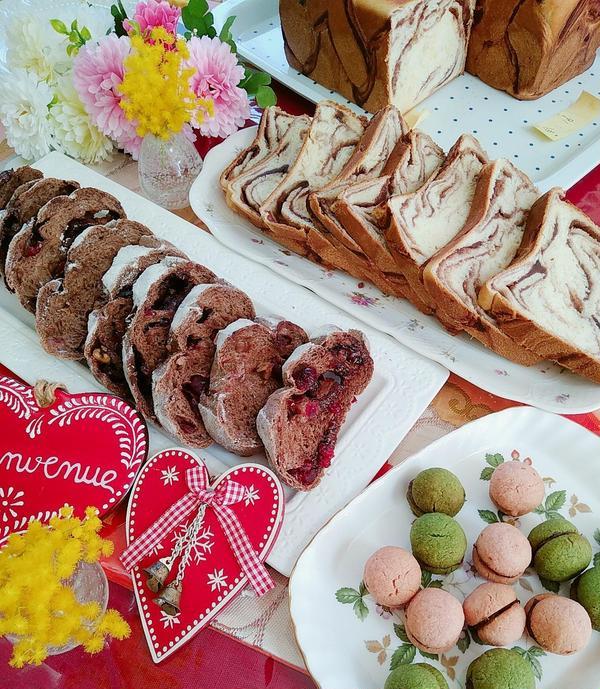 あん食パン、チョコとベリーのパン、春色クッキー。