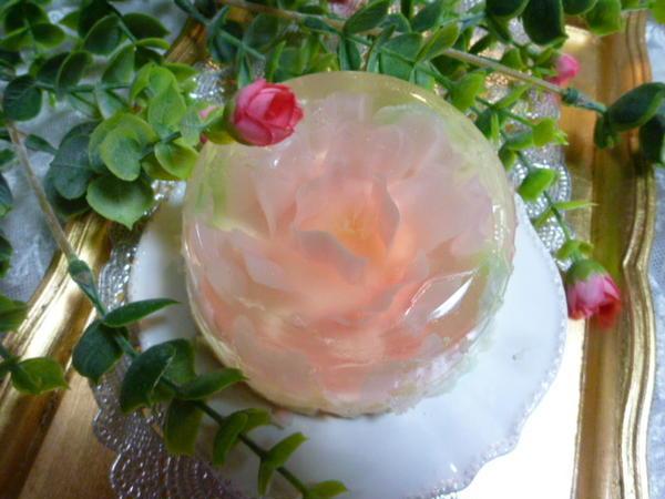 プルンとしたお花のゼリー