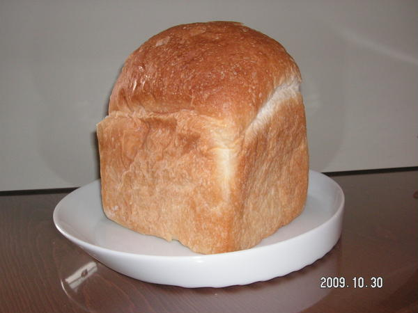 角型食パン、回りがパリパリで大好きなパンです。