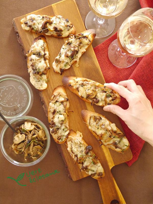 きのこのハーブマリネ ツナとチーズのタルティーヌ仕立て