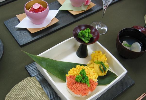 2012ひな祭りメニュー①「お寿司二種」茶巾寿司など。