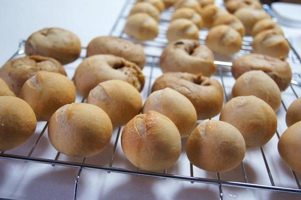 初心者の方でも簡単に2種類のパンを作れます。