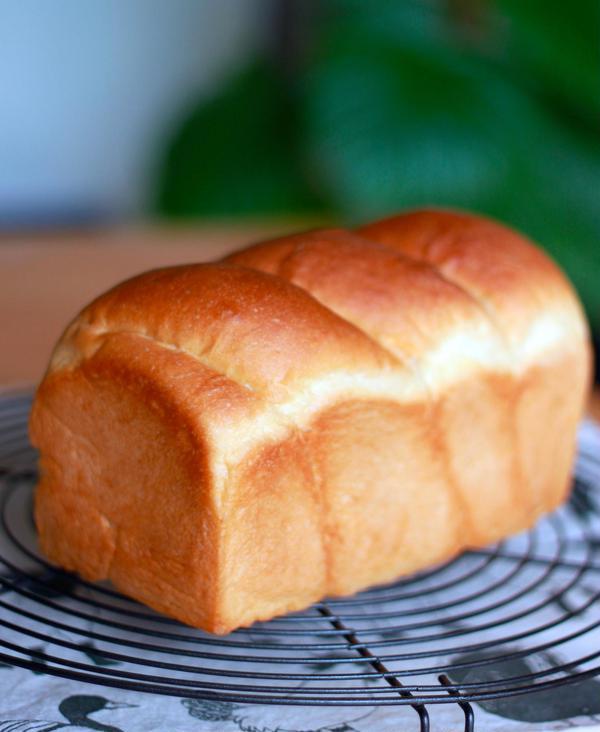 早速作ったよ☆のお声No.1のはちみつ食パンです♪