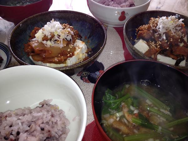 韓国の食卓みたい。。。 茶碗が日本だった。