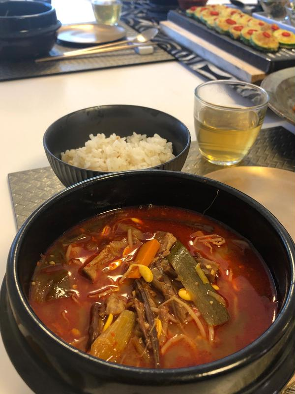 和牛ユッケジャン!韓国産ぜんまい、芋茎、長ネギがたっぷり!