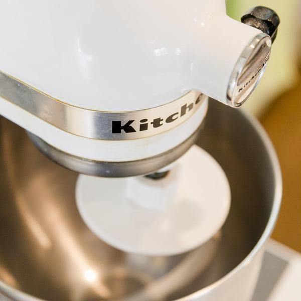 レッスンではキッチンエイドや縦型ミキサーを使用します。