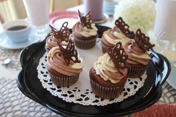 バレンタイン向け、チョコのカップケーキです。