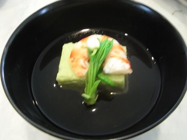 5月の煮物椀は青豆真蒸です。