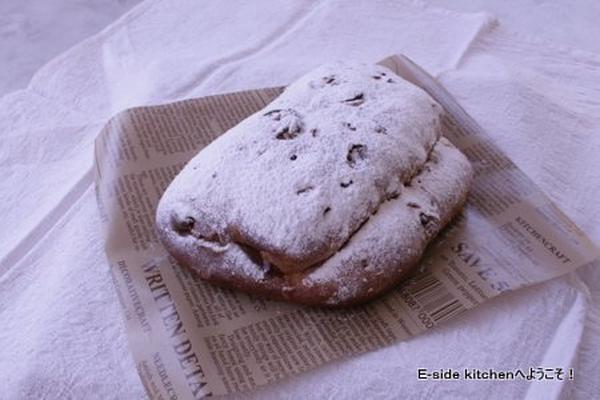 クリスマスのパン。シュトーレン。ドライフルーツたっぷりです。