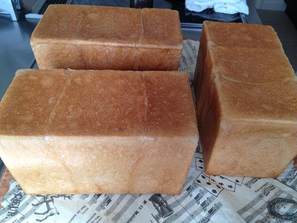 角食パン。