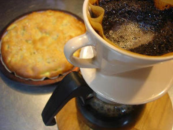 はにわ屋は自家焙煎コーヒー豆屋。試食のときはコーヒーも