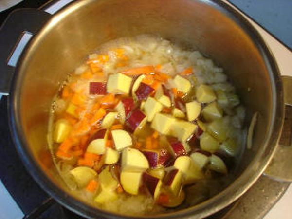 スイートスープ(さつまいもとクリームコーン使用)