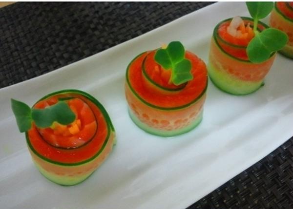 先生のきれいなおもてなし料理も一つの楽しみ。