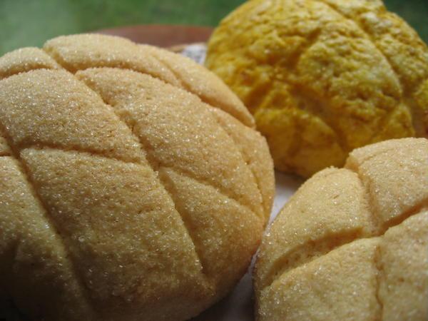 2種のメロンパン。 プレーンとカボチャです。
