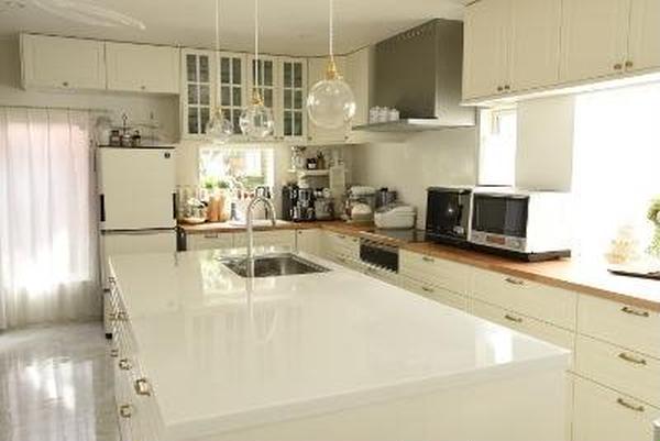 レッスンは240cm超えのアイランドキッチンで行います。