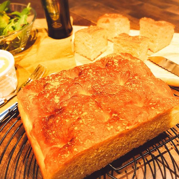 クワトロ フォルマッジ 4種のチーズを練りこんだフォカッチャ