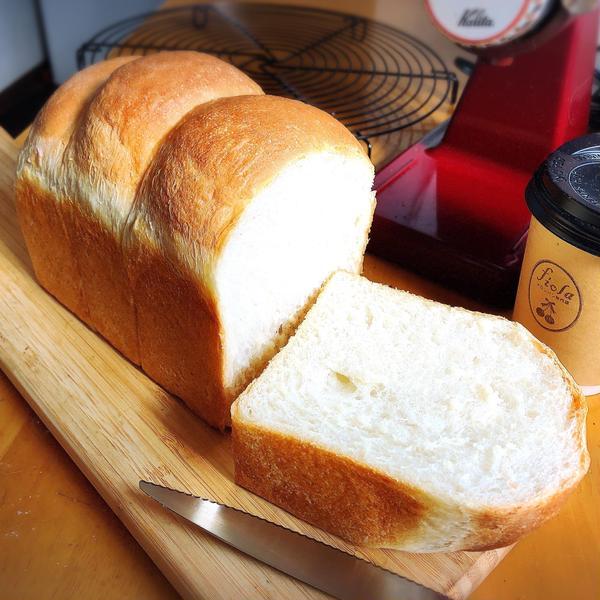 ハードトースト フランスパン生地で食パンを作ります。