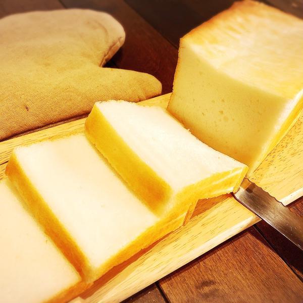 ミズホチカラ食パン 米粉100%で捏ねずに作ります。