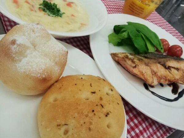 パンと魚料理の講座では、どちらも楽しめてお得です!