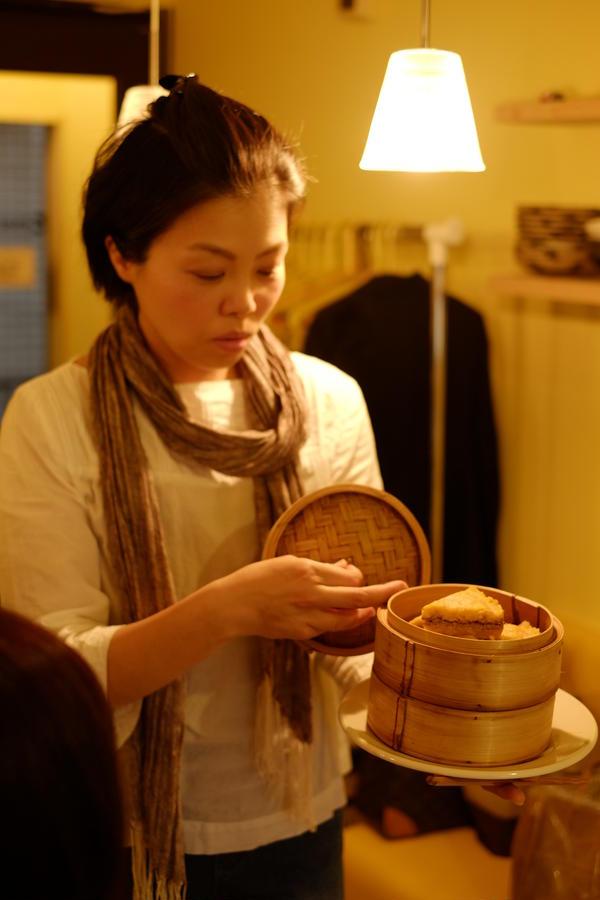 韓国伝統茶と伝統菓子の会 シルトックの作り方を説明しています