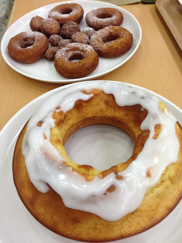 豆乳ドーナツ2種:フライとノンフライ(焼き)の食べ比べ。